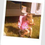 Madzia i jej różowe krzesełko